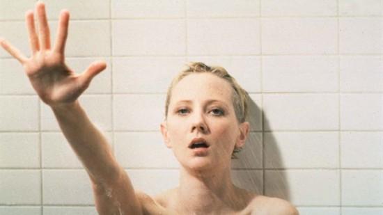 Deux jeunes nues dans les douches de la cit U - Webcam888