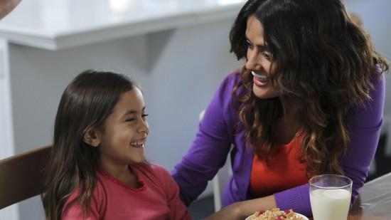 la fille de salma hayek fait pousser ses cheveux pour pouvoir les donner un enfant atteint de. Black Bedroom Furniture Sets. Home Design Ideas