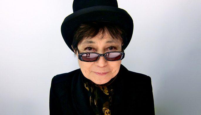 Yoko Ono L Epouse De John Lennon Aurait Poste Une Photo Truquee D Elle En Compagnie De Son Epoux Et De David Bowie Barlamane
