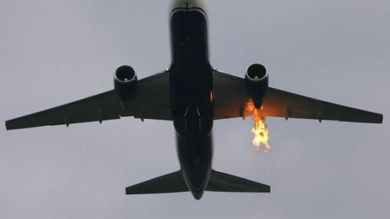 un avion prend feu avec 350 passagers bord vid o barlamane. Black Bedroom Furniture Sets. Home Design Ideas