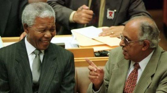 رحيل أحمد كاثرادا رفيق مانديلا في الكفاح ضد الفصل العنصري