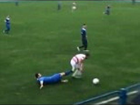 لاعب كرة القدم يخسر خصية بسبب ركلة خاطئة!