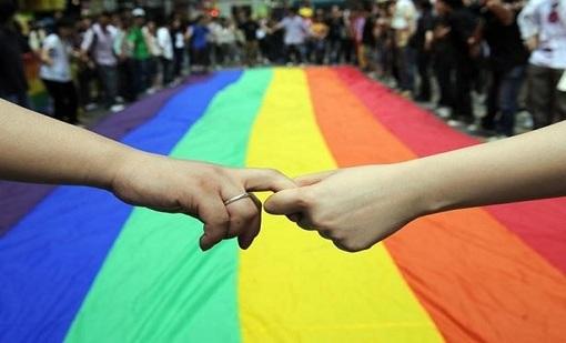 صدمة وسط الشارع المغاربي بعد افتتاح أول إذاعة تدافع عن حقوق المثليين